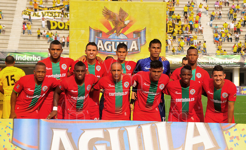 BARRANCABERMEJA -COLOMBIA, 06-03-2016.  Jugadores de Cortulua posan para una foto previo al partido con Alianza Petrolera por la fecha 8 de la Liga Aguila I 2016 disputado en el estadio Daniel Villa Zapata de la ciudad de Barrancabermeja./ Players of Cortulua pose toa photo prior the match against Alianza Petrolera for the date 8 of the Aguila League I 2016 played at Daniel Villa Zapata stadium in Barrancebermeja city. Photo:VizzorImage / Jose Martinez / Cont
