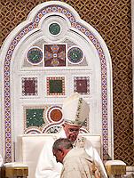 Papa Francesco celebra l'ordinazione episcopale di Monsignor Angelo De Donatis durante una messa nella solennita' della Dedicazione della Basilica di San Giovanni in Laterano, Roma, 9 novembre 2015.<br /> Pope Francis celebrates the episcopal ordination of Monsignor Angelo De Donatis during a mass for the Solemnity of the Dedication in St. John Lateran Basilica, Rome, 9 November 2015.<br /> UPDATE IMAGES PRESS/Riccardo De Luca<br /> <br /> STRICTLY ONLY FOR EDITORIAL USE
