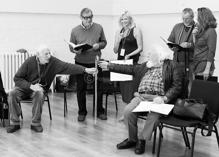 """King Lear"" rehearsed reading rehearsals. Old Vic Theatre. Director: Jonathan Miller. L to R: Jonathan Miller, Michael York, Felicity Dean, Joss Ackland, John Nettles, Greta Scacchi."