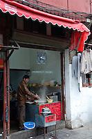 Un restaurant dans la vieille ville..Shanghai, février 2006.