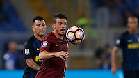 Calcio, Serie A: Roma vs Inter. Roma, stadio Olimpico, 2 ottobre 2016.<br /> Roma&rsquo;s Alessandro Florenzi controls the ball during the Italian Serie A football match between Roma and FC Inter at Rome's Olympic stadium, 2 October 2016.<br /> UPDATE IMAGES PRESS/Isabella Bonotto