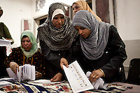 ©VIRGINIE NGUYEN HOANG/.Egypt,Cairo.24/05/2012..After two days of elections, the judges started to count to votes in all the polling stations of Egypt...Apres 2 jours de votes, les juges ont commence a compter le nombre de voies dans toute l'Egypte.