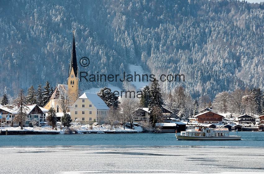 Germany, Bavaria, Upper Bavaria, Tegernseer Valley, Winter at Lake Tegern; sightseeing boat, Rottach-Egern
