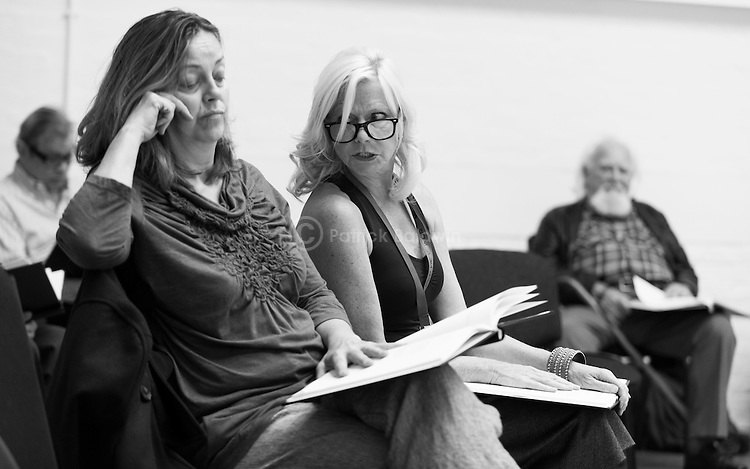 """King Lear"" rehearsed reading rehearsals. Old Vic Theatre. Director: Jonathan Miller. L to R: Michael York, Greta Scacchi, Felicity Dean, Joss Ackland."