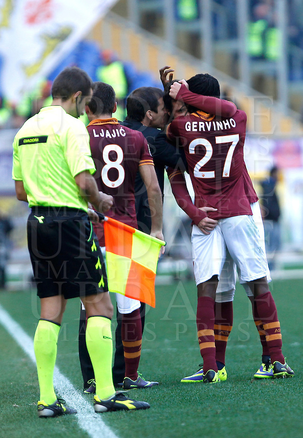 Calcio, Serie A: Roma vs Fiorentina. Roma, stadio Olimpico, 8 dicembre 2013.<br /> AS Roma coach Rudi Garcia, of France, congratulates forward Mattia Destro, second from right, as he celebrates with teammate Gervinho , right, back to camera, after scoring the winning goal during the Italian Serie A football match between AS Roma and Fiorentina at Rome's Olympic stadium, 8 December 2013. AS Roma won 2-1.<br /> UPDATE IMAGES PRESS/Isabella Bonotto
