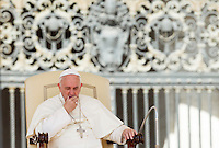 Papa Francesco tiene la sua centesima udienza generale del mercoledi' in Piazza San Pietro, Citta' del Vaticano, 26 agosto 2015.<br /> Pope Francis attends his hundredth weekly general audience in St. Peter's Square at the Vatican, 26 August 2015.<br /> UPDATE IMAGES PRESS/Riccardo De Luca<br /> <br /> STRICTLY ONLY FOR EDITORIAL USE