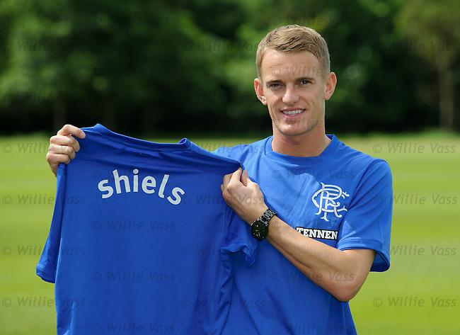 Dean Shiels signs for Rangers