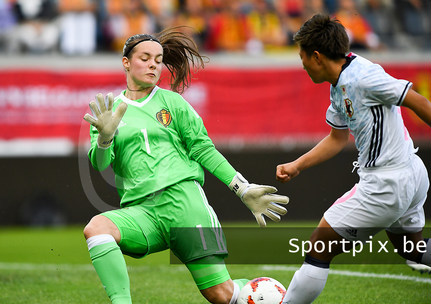 20170613 - LEUVEN ,  BELGIUM : Japanese striker Kumi Yokoyama (r)  pictured shooting towards goal and Belgian goalkeeper Diede Lemey (left) during the friendly female soccer game between the Belgian Red Flames and JAPAN , a friendly game in the preparation for the European Championship in The Netherlands 2017  , Tuesday 13 th June 2017 at Stadion Den Dreef  in Leuven , Belgium. PHOTO SPORTPIX.BE | DAVID CATRY