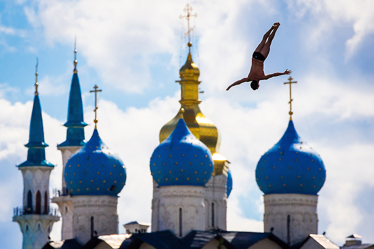 Picture by Alex Whitehead/SWpix.com - 03/08/2015 - High Diving - 16th FINA World Swimming Championships 2015 - Kazanka Venue, Kazan, Russia - A High Diver in action during the Men's 27m prelims.