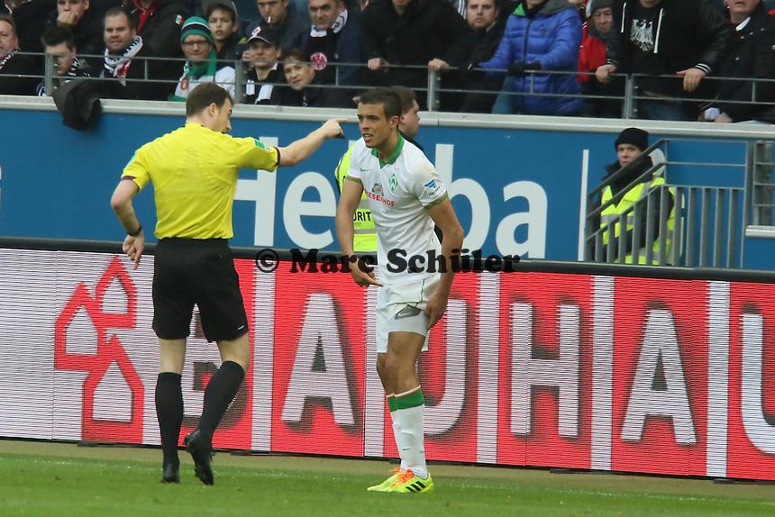 Franco di Santo (Werder) wird von Schiedsrichter Felix Zwayer verletzt vom Feld geschickt- Eintracht Frankfurt vs. SV Werder Bremen