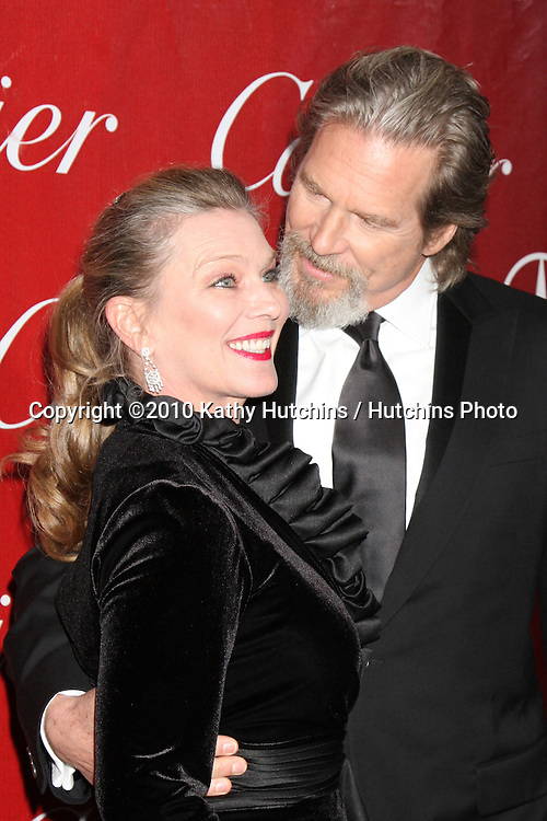 Jeff Bridges & Wife.arriving at the 2010 Palm Springs Film Festival Awards Gala.Palm Springs Convention Center.January 5, 2010.©2010 Kathy Hutchins / Hutchins Photo.