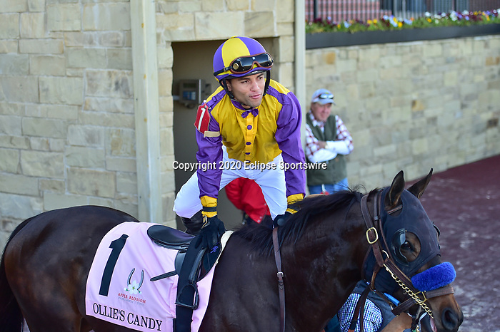 April 18, 2020: Ollie's Candy (1) with jockey Joel Rosario aboard during the Apple Blossom Handicap at Oaklawn Racing Casino Resort in Hot Springs, Arkansas on April 18, 2020. Ted McClenning/Eclipse Sportswire/CSM