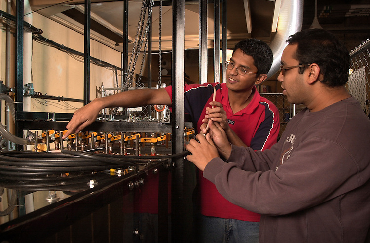 16202Dave Bayless :Students working in Lab Coal Research college of Engineering Stocker
