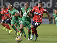 BOGOTÁ -COLOMBIA, 07-08-2015. Yesid Aponza (Izq) de La Equidad disputa el balón con Brayan Angulo (Der) de Independiente Medellín durante partido por la fecha 5 de la Liga Águila II 2015 jugado en el estadio Metropolitano de Techo de la ciudad de Bogotá./ Yesid Aponza (L) player of La Equidad fights for the ball with Brayan Angulo (R) player of Independiente Medellin during the match for the 5th date of the Aguila League II 2015 played at Metropolitano de Techo stadium in Bogota city. Photo: VizzorImage/ Gabriel Aponte / Staff