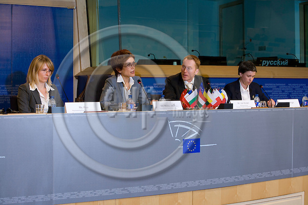 BRUSSELS - BELGIUM - 27 MAY 2008 -- Conference on CO2-reduction target in 2020 for waste --  From left Ms. Fras, European Commission, MEP Mojca Drcar Murko, Unico van Kooten, representing sponsoring parties of the study,  Dr. Bärbel Birnstengel, Prognos AG at the press conference.  Photo: Erik Luntang/EUP-IMAGES