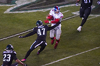 running back Saquon Barkley (26) of the New York Giants setzt sich durch gegen linebacker Nate Gerry (47) of the Philadelphia Eagles - 09.12.2019: Philadelphia Eagles vs. New York Giants, Monday Night Football, Lincoln Financial Field