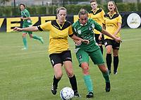 SK Zwevezele  -  Cerkel Ladies Brugge  : Sofie Van Bruaene van de thuiosploeg en Shauni Thomas in duel <br /> foto VDB / BART VANDENBROUCKE