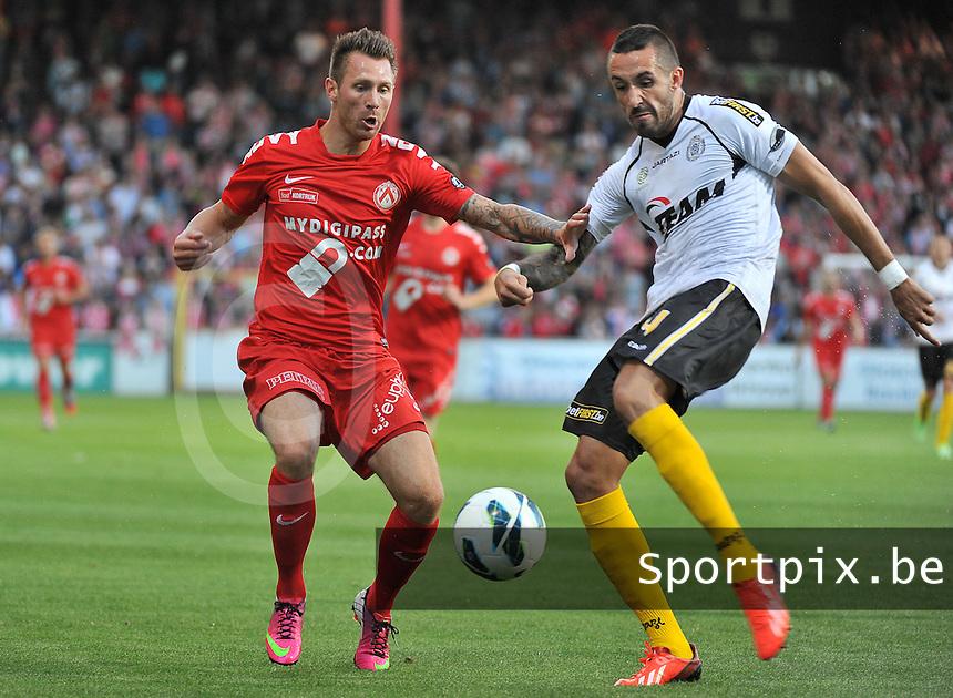 KV Kortrijk - Sporting Lokeren : duel tussen Teddy Chevalier (links) en Jeremy Taravel (rechts)<br /> foto VDB / Bart Vandenbroucke