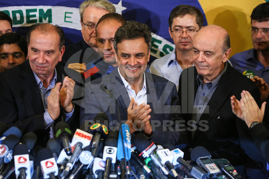 BELO HORIZONTE, MG, 26.10.2014 - ELEICOES 2014 / AÉCIO NEVES PRONUNCIAMENTO - Aecio Neves (ao centro) candidato derrotado nas eleicoes presidencias ao lado de Aloysio Nunes e Jose Serra durante pronunciamento no Dayrell Hotel no centro de Belo Horizonte (MG), neste domingo, 26. (Foto: William Volcov / Brazil Photo Press).