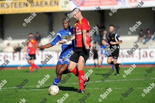 2012-10-07 / Voetbal / seizoen 2012-2013 / KV Turnhout - Kapellen / %itchell Landbrug (l. Turnhout) met Thomas Broeckaert..Foto: Mpics.be