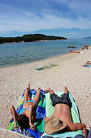 KROATIEN, 07.2008, Cres. © Petar Kurschner/EST&OST<br /> Strandleben auf der Insel Cres. | Beach life on the island of Cres.