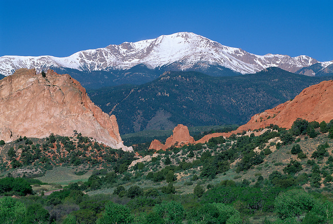 A spring morning view of Pikes Peak from the Garden of the Gods city park, Colorado Springs, CO