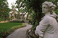 """Iles Bahamas / New Providence et Paradise Island / Nassau: Hotel """"le Graycliff"""" ancienne demeure construite en 1720 par le capitaine corsaire John Howard Graysmith  // Bahamas / New Providence and Paradise Island / Nassau: Hotel """"le Graycliff"""" former residence built in 1720 by Captain John Howard Graysmith"""