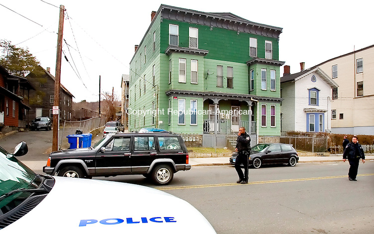 WATERBURY, CT. 06 April 2007-040607SV01--Waterbury police officers investigate a scene where an officer was reported down after responding to an incident at 677 South Main St. in Waterbury Friday.<br /> Steven Valenti Republican-American