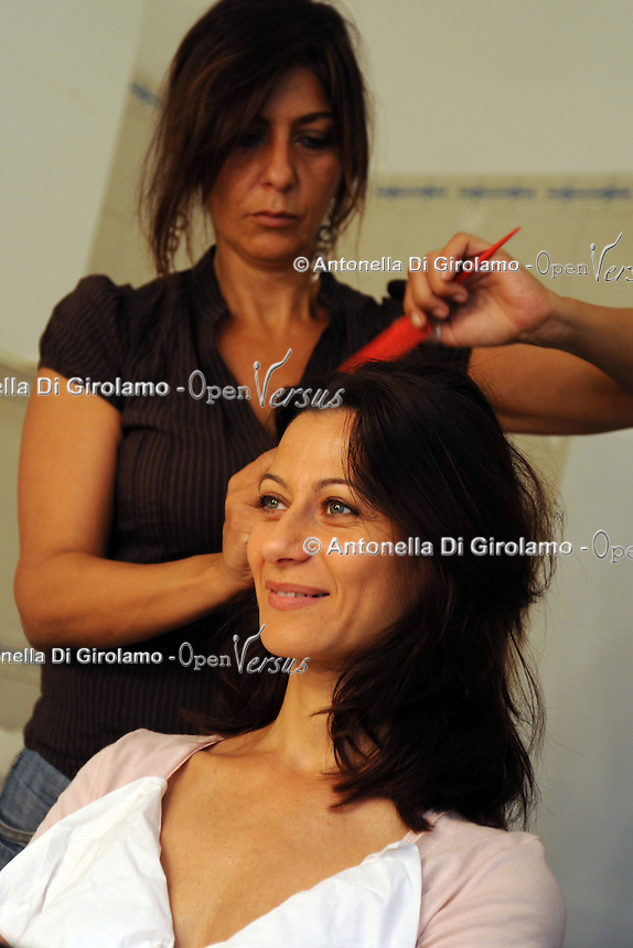 Lavoratori dello spettacolo durante la riprese di Casa Coop.Workers in the entertainment during the filming of House Coop.Eleonora Migliaccio.Acconciatrice.Hair stylist..CASA COOP è una sit-com, prodotta dalla Coop, sulla vita quotidiana di persone di varia umanità, ambientata in un condominio. Gli episodi saranno diffusi via internet.HOUSE COOP is a sit-com produced by the Coop, about daily life of people with different  humanity , that live in a condominium. Episodes will be disseminated by Internet. ...