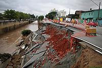 SÃO PAULO,SP,17 JANEIRO 2013 - SOLAPAMENTO AVENIDA.Sopalamento  de duas faixas da Av.Doutor Francisco Mesquita  sentido centro estão interditadas na manha desta quinta-feira. FOTO ALE VIANNA - BRAZIL FOTO PRESS