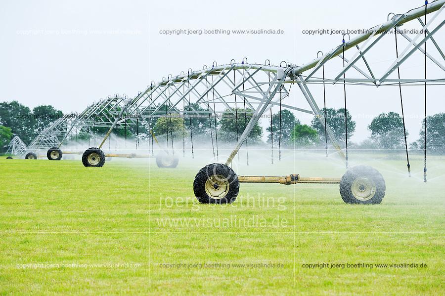 Germany farm irrigation / DEUTSCHLAND, Gruenland fuer Futtergewinnung, Bewaesserungsanlage bei Parchim
