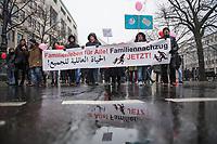 Ca. 100 Menschen demonstrierten am Samstag den 2. Februar 2019, in Berlin fuer einen Familiennachzug von Angehoerigen von gefluechteten Menschen. Die Initiative &quot;Familienleben f&uuml;r Alle!&quot; protestiert dagegen, dass &quot;Gesetze und buerokratische Huerden vielen Familien das Recht auf ein Zusammenleben verweigern&quot;.<br /> 2.2.2019, Berlin<br /> Copyright: Christian-Ditsch.de<br /> [Inhaltsveraendernde Manipulation des Fotos nur nach ausdruecklicher Genehmigung des Fotografen. Vereinbarungen ueber Abtretung von Persoenlichkeitsrechten/Model Release der abgebildeten Person/Personen liegen nicht vor. NO MODEL RELEASE! Nur fuer Redaktionelle Zwecke. Don't publish without copyright Christian-Ditsch.de, Veroeffentlichung nur mit Fotografennennung, sowie gegen Honorar, MwSt. und Beleg. Konto: I N G - D i B a, IBAN DE58500105175400192269, BIC INGDDEFFXXX, Kontakt: post@christian-ditsch.de<br /> Bei der Bearbeitung der Dateiinformationen darf die Urheberkennzeichnung in den EXIF- und  IPTC-Daten nicht entfernt werden, diese sind in digitalen Medien nach &sect;95c UrhG rechtlich geschuetzt. Der Urhebervermerk wird gemaess &sect;13 UrhG verlangt.]