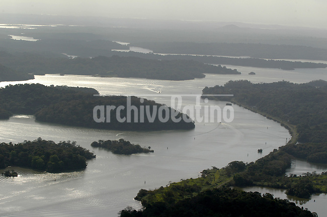 Lago Gatun, en el medio del Canal de Panama *Gatun Lake, in the middle of Panama Channel....... ....
