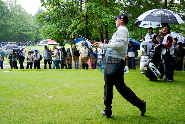 Anders Hansen, eventual winner, drives off on the 16th hole during the final round of the BMW PGA Championship at Wentworth Club, Surrey, England 27th May 2007 (Photo by Eoin Clarke/NEWSFILE)