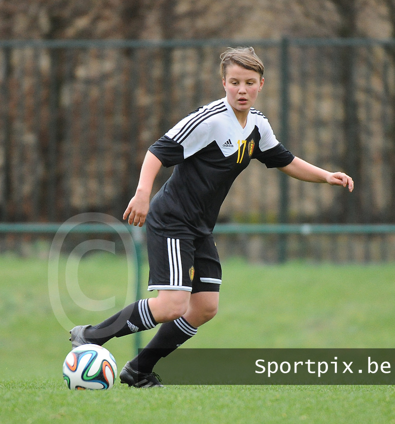 20160211 - TUBIZE , BELGIUM : Belgian Karlijn Knapen pictured during the friendly female soccer match between Women under 17 teams of  Belgium and Switzerland , in Tubize , Belgium . Thursday 11th February 2016 . PHOTO SPORTPIX.BE DIRK VUYLSTEKE
