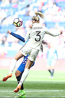 HARRISON, NJ, 04.03.2017 - FRANÇA-ALEMANHA - Amel Marjri da França disputa bola com Hendrich da Alemanha em  jogo valido pela segunda rodada da SheBelieves Cup no Red Bull Arena na cidade de Harrison nos Estados Unidos neste sábado , 04. (Foto: William Volcov/Brazil Photo Press)