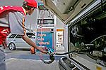 Posto de abastecimento de gás natural. São Paulo. 2006. Foto de Caetano Barreira.