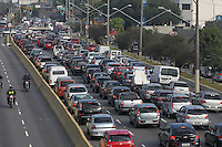 SAO PAULO, SP, 05-06-2014, TRANSITO RADIAL LESTE. Transito na Av. Alcantara Machado (Radial Leste) altura do bairro do Belem, na manha dessa quinta feira (5). Não foi montada a faixa reversivel, devido a greve dos agentes do CET.          Luiz Guarnieri/ Brazil Photo Press.