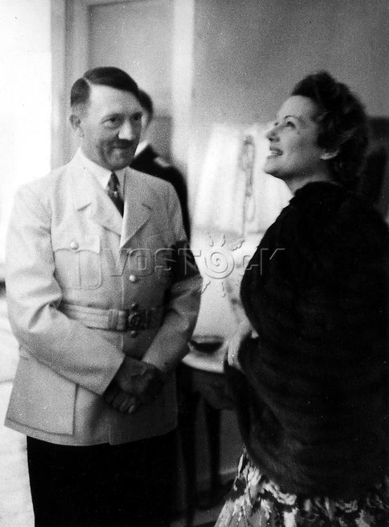 Abendempfang im Hause von Reichsaussenminister Joachim v. Ribbentrop an der Lentzeallee in Dahlem; Adolf Hitler im Gespraech mit der Schauspielerin Olga Tschechowa - 22.05.1939 Pelzmode Nerz Umhang<br /> <br /> - 22.05.1939<br /> <br /> Es obliegt dem Nutzer zu pr&uuml;fen, ob Rechte Dritter an den Bildinhalten der beabsichtigten Nutzung des Bildmaterials entgegen stehen.<br /> <br /> HITLER &amp; TSCHECHOWA, 1939. German Chancellor Adolf Hitler with German actress Olga Tschechowa during a reception at the house of Foreign Minister Joachim von Ribbentropp in Dahlem, Berlin, 22 May 1939.<br /> <br /> - 22.05.1939<br /> <br /> It is in the duty of the user of the image to clear prior to usage if any Third Party rights preclude the intended use.