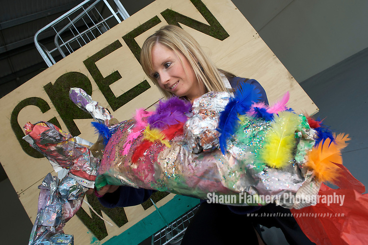 Pix: Shaun Flannery/sf-pictures.com..COPYRIGHT PICTURE>>SHAUN FLANNERY>01302-570814>>07778315553>>..16th September 2009.........Lakeside Village, Doncaster 'Green Week'.Lakeside's Medi Parry with the Hatfield Library Dragon.