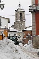 CASTELFRANCO IN MISCANO (BN).MILITARI IN AZIONE NEL PAESE SEPOLTO DALLA NEVE.FOTO CIRO DE LUCA