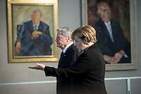 Bundespr&auml;sident Joachim Gauck und Bundeskanzlerin Angela Merkel (kommen am Mittwoch (11.11.15) in Berlin im Bundeskanzleramt zu einem Kondulenzbuch f&uuml;r den verstorbenen Bundeskanzler Helmut Schmidt (SPD).<br /> Foto: Axel Schmidt/CommonLens