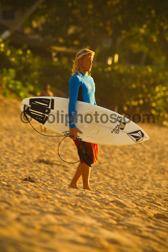 Haleiwa Hawaii, (Monday December 13, 2010) Gavin Beschen (HAW) at Roccky Point. .A small  north west swell with light variable winds was all that was on offer today on the North Shore. The small waves seemed to focus at Rocky Point with the rights providing most of the action.  Photo: joliphotos.com