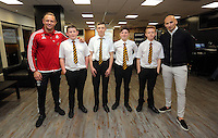 Pictured: Lee Trundle and Jonjo Shelvey pose with pupils rom Maesteg School Wednesday 25 November 2015<br />