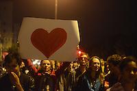 PORTO ALEGRE, RS, BRASIL, 17-06-2013: PROTESTO PASSAGENS - Milhares de manifestantes protestaram nas ruas de Porto Alegre nesta segunda-feira. Em grande parte, pedindo paz, os militantes gritavam palavras de ordem e foram do centro até a avenida Ipiranga. Alguns protestantes pixaram prédios e quebraram vidraças. Houve um pequeno confronto com a polícia. (FOTO: BRUNO MAESTRINI / BRAZIL PHOTO PRESS).