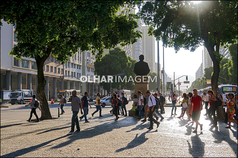 Pedestres na Avenida Getulio Vargas, Rio de Janeiro. 2019. Foto © Juca Martins