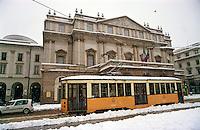 Gennaio 2009, nevicata su Milano. Teatro alla Scala --- January 2009, snowfall in Milan. Alla Scala Theatre