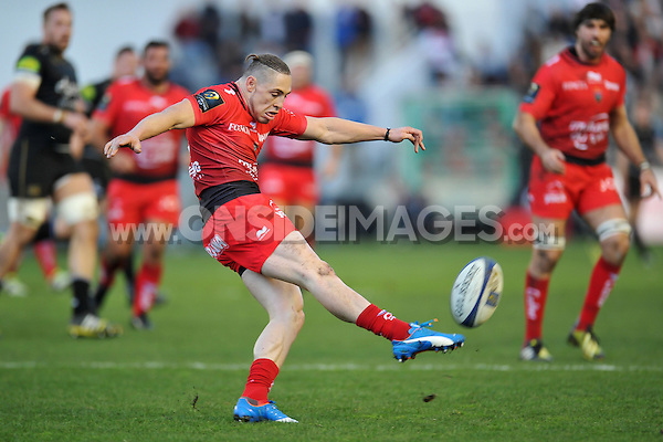 James O'Connor of Toulon puts boot to ball. European Rugby Champions Cup match, between RC Toulon and Bath Rugby on January 10, 2016 at the Stade Mayol in Toulon, France. Photo by: Patrick Khachfe / Onside Images
