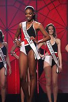 SAO PAULO, 11 DE AGOSTO DE 2012. MISS SAO PAULO 2012. A Miss Cordeiropolis, Layla Penas, desfila de maio durante o concurso Miss Sao Paulo na noite deste sabado. FOTO - ADRIANA SPACA BRAZIL PHOTO PRESS