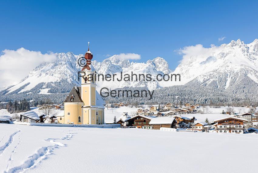 Austria, Tyrol, ski resort Going and Wilder Kaiser Mountains   Oesterreich, Tirol, Going am Wilden Kaiser mit Dorfkirche zum heiligen Kreuz und dem Wilden Kaiser Gebirge